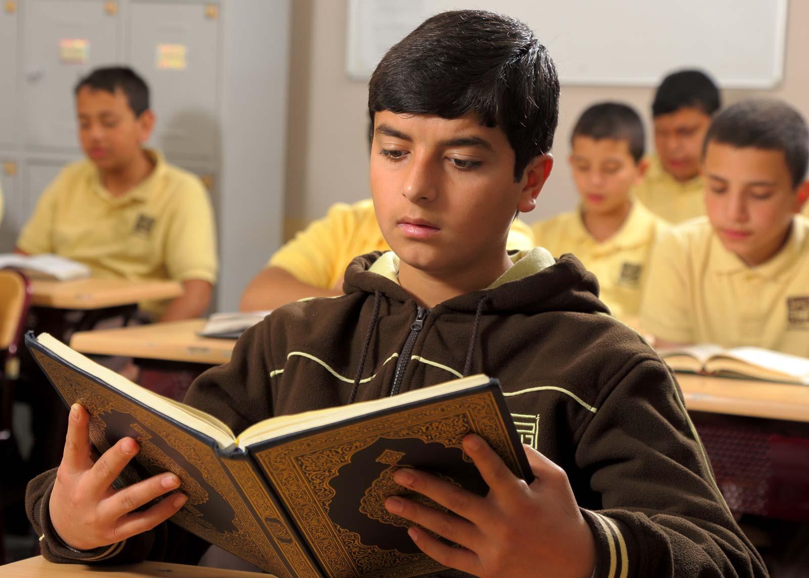 متقن تلاوة وحفظ القرآن الكريم